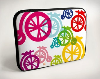 Colorful bicycles - Laptop Case - Laptop Bag - Laptop Sleeve - white - violet