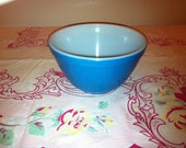 Vintage 401 Pyrex Blue mixing bowl