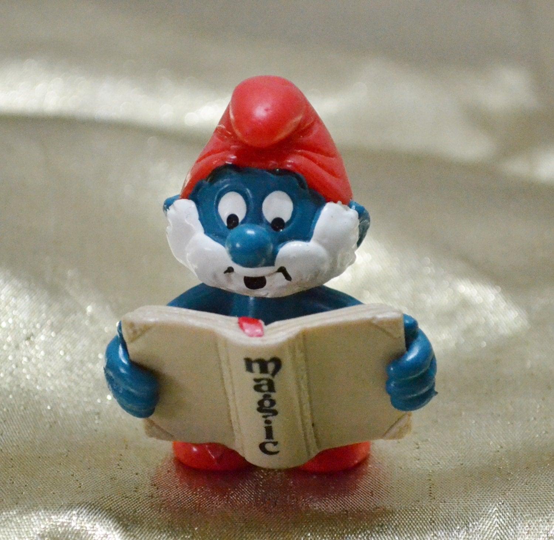 Vintage Papa Smurf with Book Rare 1983