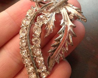 30% DISCOUNT SALE Vintage Crystal Leaf Brooch