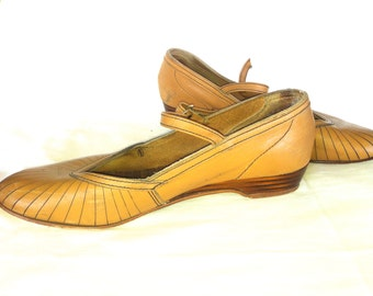Vintage Tan 50s Mary Jane School Girl Shoes 8.5