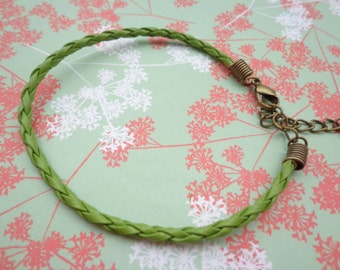 SALE--20 pcs 3mm 7 -9 inch adjustable grass green faux braided leather bracelet with bronze fitting