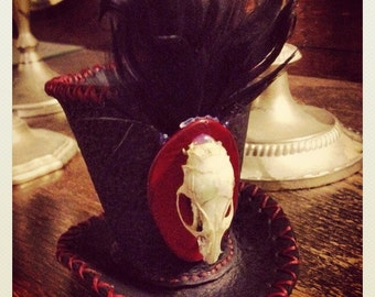 Mini Top Hat with feathers and REAL rat skull