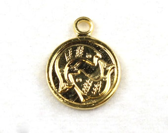 6x Vintage Gold Plated Pisces Charms - M029-B