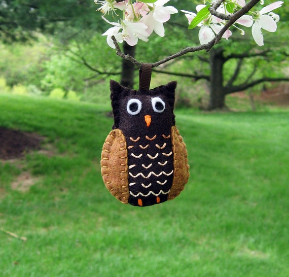 Hoot Owl embroidered felt Christmas tree ornament in dark brown