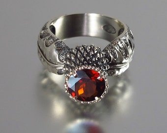 BLOOMING THISTLE silver ring with Garnet