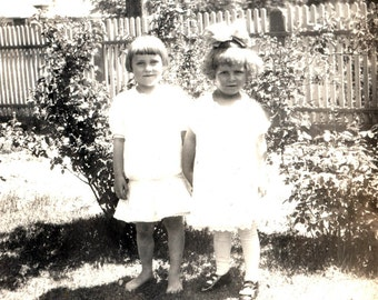 vintage photo 1920 Twin Girls