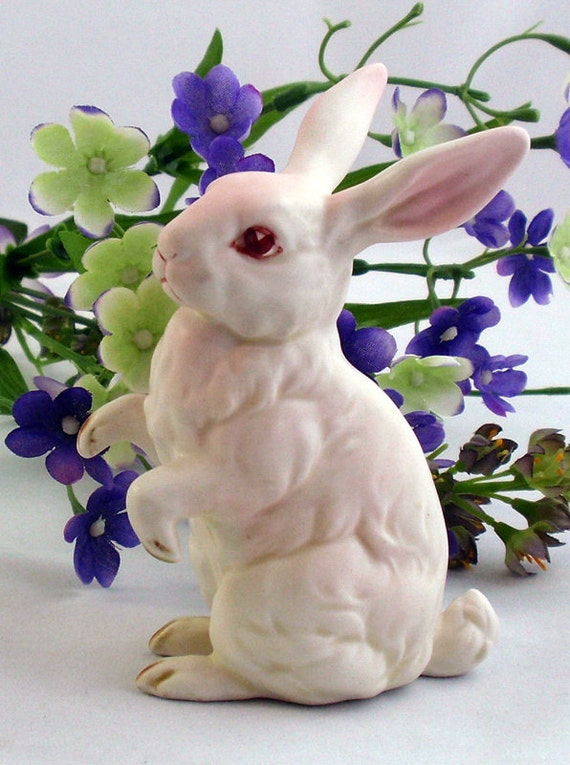Vintage Lefton Bunny Rabbit Figurine White Pink Eyes 1960s