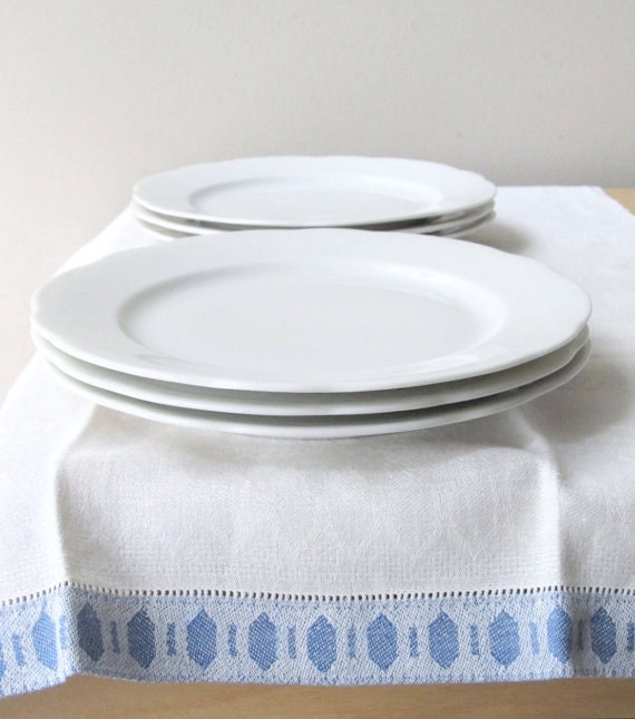 set pf six antique white luncheon plates, Syracuse china