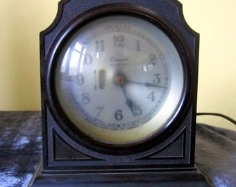 Vintage Lincoln Mantel Clock Bakelite Art Deco Mantle Shelf Clock Mid Century