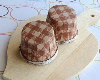 25 Brown Gingham Baking Cups