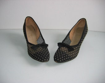 Vintage pair of 1960's Air Step pumps, Size 8 AAAAA. High heels, Net.  Black.  WOW
