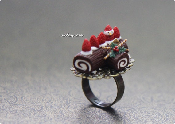 Strawberry  Snowman Christmas Logcake - Brass Ring