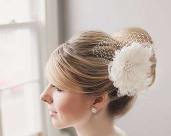 Bridal Hair Flower. Bridal Fascinator, Ivory Wedding Fascinator, Bridal Headpiece, Feather Hair Accessory, Floral Hairpiece