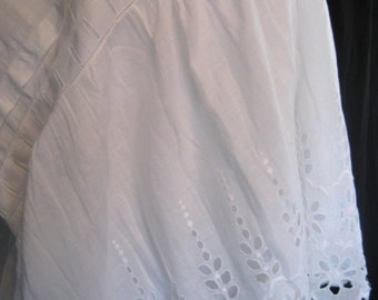 Antique petticoat, early 1900s, sweet, charming, white cotton, Broderie Anglaise hem, wedding, wearable