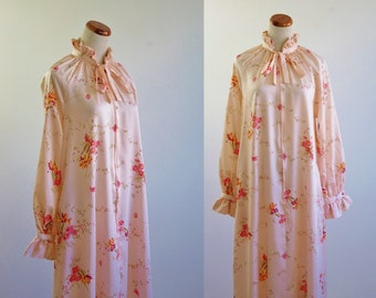 Vintage Christian Dior Robe, Peach Pink Floral Nightgown, Vintage Loungewear, Pink Hostess Gown, Ruffle Nightgown, Large Petite Bust 40