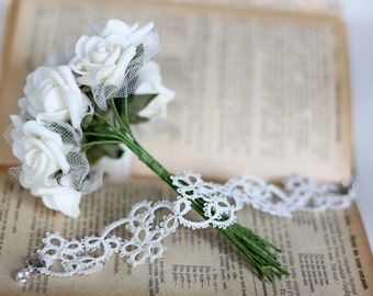 Handmade tatted bracelet in pure white - perfect gift for her and delicate wedding accessory under 25 EUR