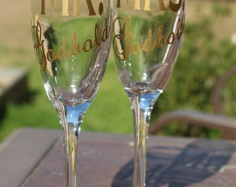 Wedding Toasting Flutes (set of 2) - Personalized Mr. and Mrs. Glasses