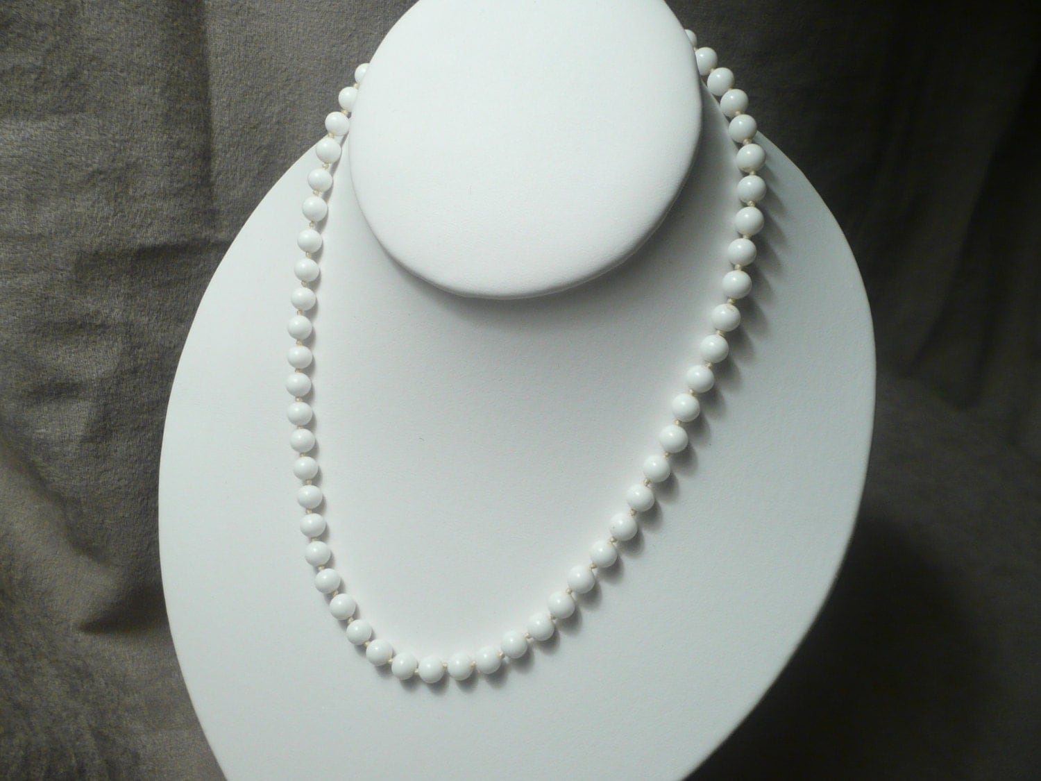 vintage monet 16 white milk glass bead necklace