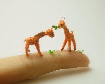 0.8 inch crochet giraffe - micro miniature animal