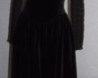 Vintage Black Velvet Size 8 Velvet and Lace Dress Small