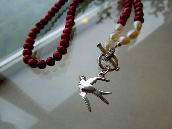 Hunger Games - Girl on Fire - Fire is Catching - Mockingjay Pearl Necklace