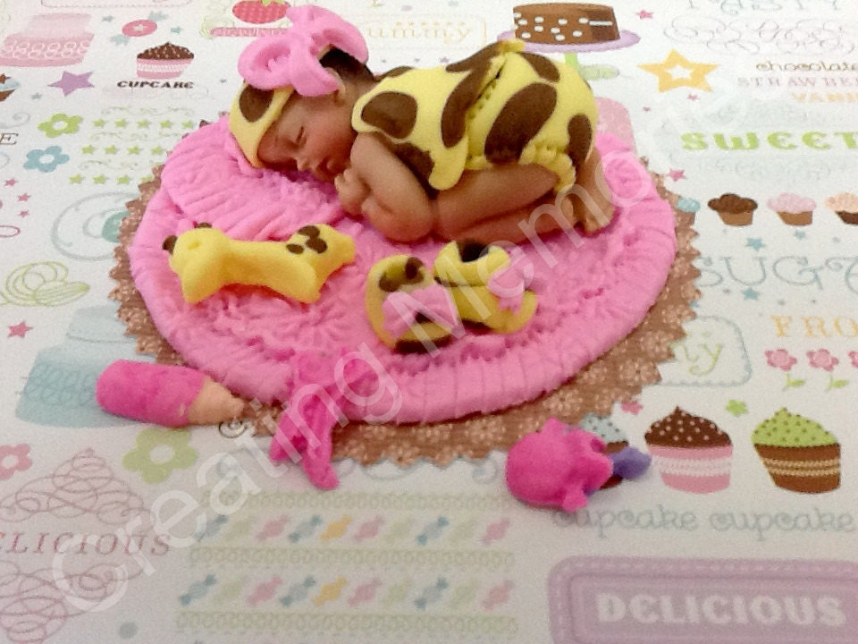 baby girl giraffe outfit fondant cake topper/ baby shower, Baby shower invitation