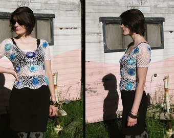 90s DAISY CROCHETED Sheer Netted Blouse top, xs to small