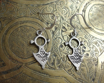 Silver small fibula Moroccan earrings with silver hooks