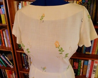 CLASSIC LINEN--Feminine Allure in Soft White 1950s Embroidered Rayon Linen Wiggle Dress--S,M