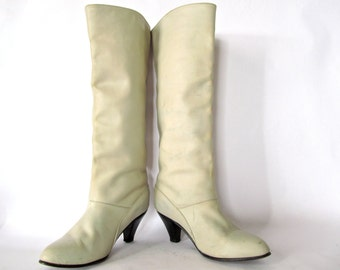 Vintage Frye Boots . 1970s Tall Cream Leather Knee High Pull On Boots with Stacked Conical Heel. Size 6