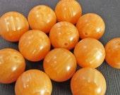 16 Vintage 14mm Variegated Orange Lucite Beads Bd833