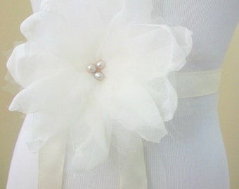 Flower Bridal Sash, Ivory Wedding Sash, Pearl Sash, Ivory Bridal Sash,  Off White Wedding Dress Sash- Beaded Sash Belt, Bridal Accessories