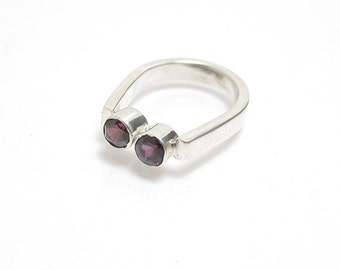 Mother's Ring - Mother's Day Gift - Birthstone Ring - Amethyst Garnet Ring - Cranberry Garnet - Purple Gemstone - Contemporary Ring