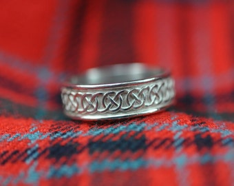 Wide Celtic Circle Knot Band