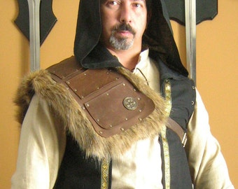 Medieval Assassin Style Single Leather Shoulder Armor with Fur