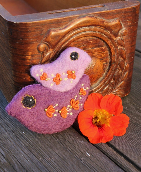 Bird Brooch - Mother's Day gift, Needle felt and Hand Embroidery