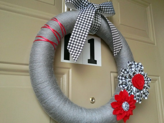 Grey Wreath / Alabama Houndstooth Wreath / Yarn Wreath / Felt Dahlias / Red Black and White