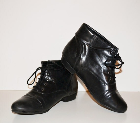 Excellent Vintage Womens Black Leather Ankle BOOTS Size 75 Granny Victorian