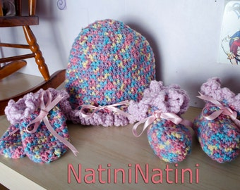 Hand crochet hat booties and mittens made by mother 0 to 3 months