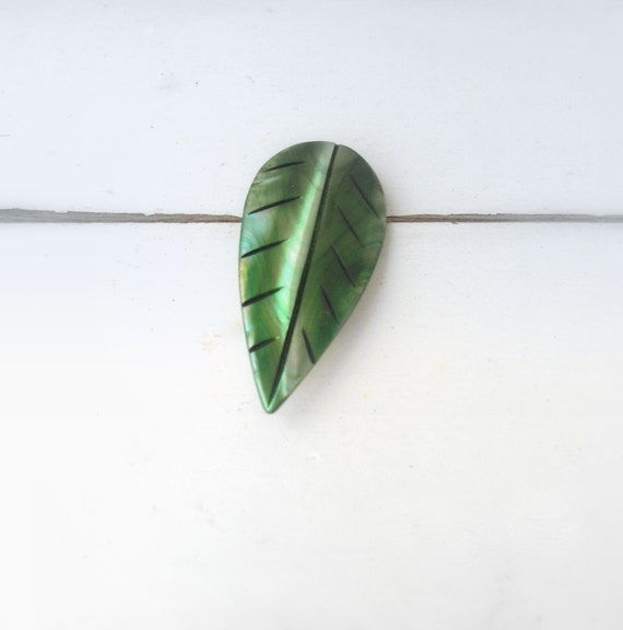 vintage green organic brooch- shell brooch- jungle leaf jewelry- Sweetlakevintage- 1960s design