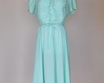 70s Vintage Jane Baar Mint Green Lace and Ruffle Neck Dress, Size Medium