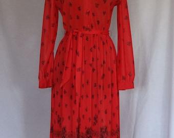 SALE 20% / 1970s Dress / Red & Black Rose Print Accordian Knife Pleat Daydress w Belt / Hal Ferman
