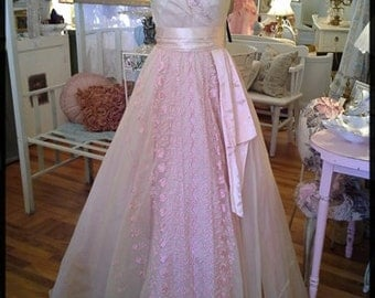 DIVINE--Vintage 1940s 1950s 1960s Victorian Rose Gone With The Wind  Maiden Womens Sequined Ball Evening Formal Prom Gown Dress