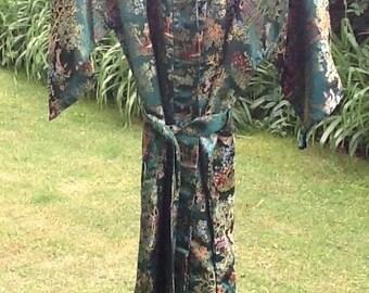 Size Large Vintage Chinese Brocade Robe