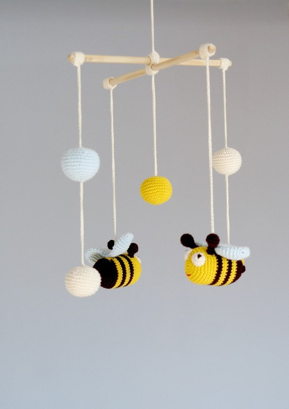 baby mobile bee mobile crochet hanging crib by yarnballstories. Black Bedroom Furniture Sets. Home Design Ideas