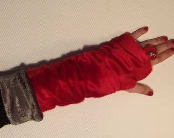 Reversible mittens red and grey...