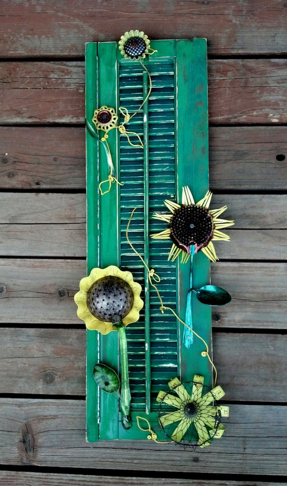Salvaged garden sunflower yard art made with vintage for Recycled yard decorations