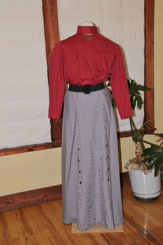 Edwardian Costumes – Cheap Halloween Costumes 1905 Reproduction Skirt and Blouse SALE $98.00 AT vintagedancer.com