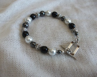 Black grey and white pearl bracelet